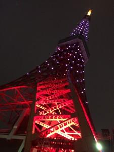 薄暗い東京タワー