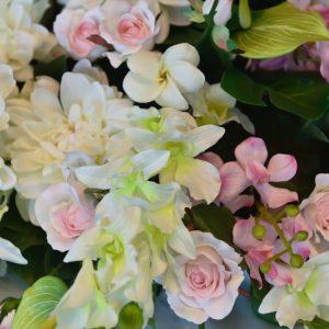 お花で雰囲気を変えましょう♪