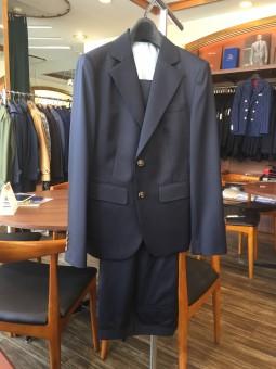 横浜オーダー専門店でレディーススーツを作った場合の事例