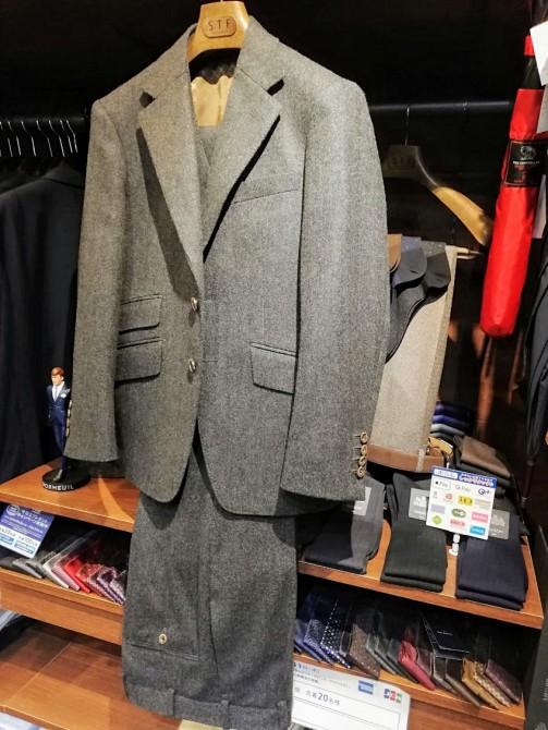 今期から新登場の「フォックスブラザーズ」のフランネルで仕立てたスリーピーススーツのご紹介
