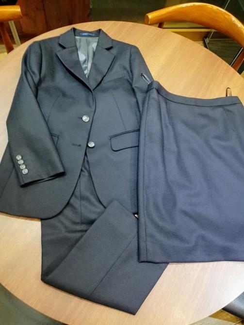 レディーススーツの出来上がりのご紹介。¥91,800+税(ジャケット、スカート、パンツ)