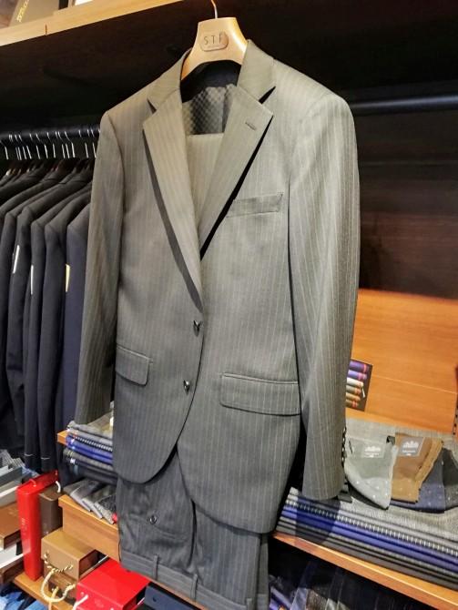 国産服地で仕立てたスーツのオーダー事例のご紹介です。¥38,000+税