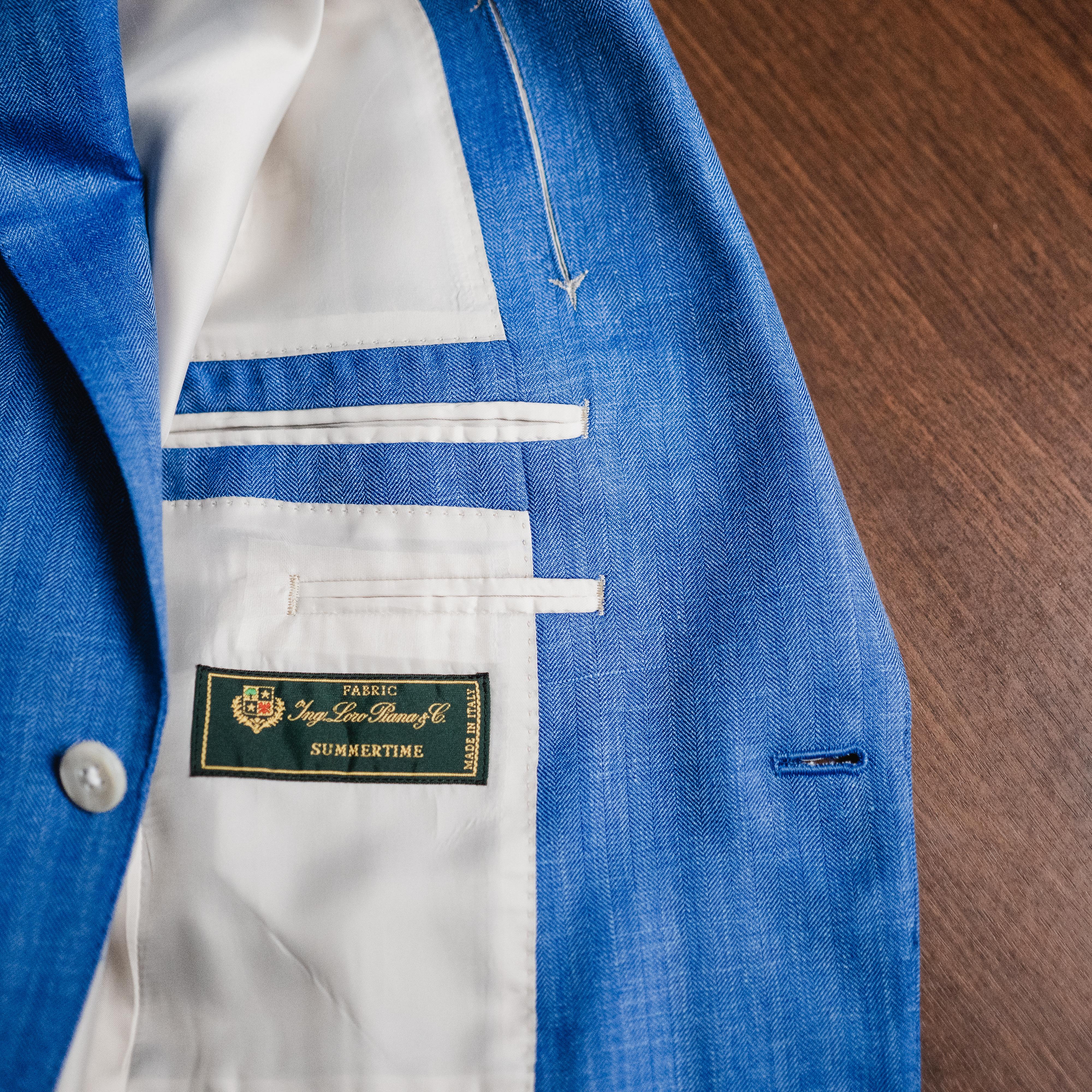 イタリア製高級ブランド、ロロピアーナの鮮やかなブルーのジャケット