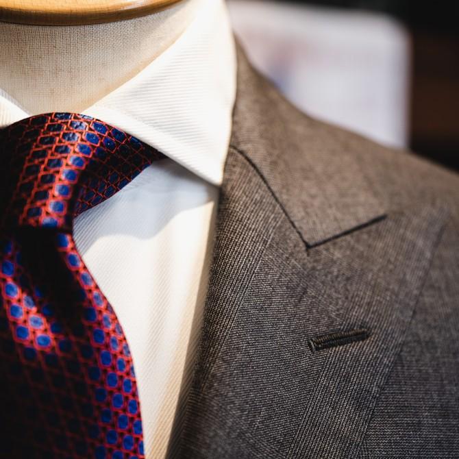 イタリアの生地ブランドCANONICO(カノニコ)のグレーのチェック柄で仕立てたシングルスーツのオーダー事例